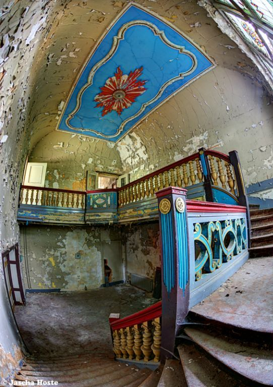Schloß TBD (D) August 2014 abandoned castle in the former East Germany DDR urbex decay Photo by: Jascha Hoste