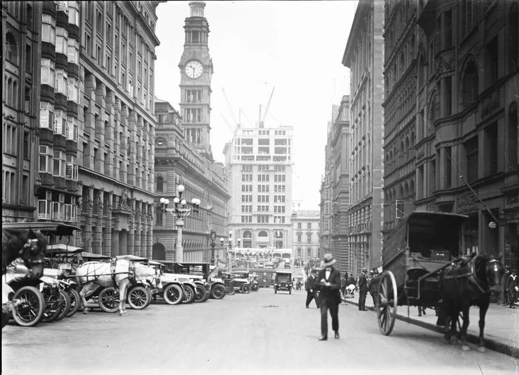 Martin Place,Sydney,looking towards George St in 1910. •National Library of NSW•