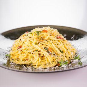 ... Spaghetti Aglio e Olio (similar to Barefoot Contessa's Midnight Pasta