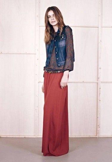 Dalla collezione di abbigliamento Manila Grace per l'autunno inverno 20132014, giacca di jeans e gonna gitana.