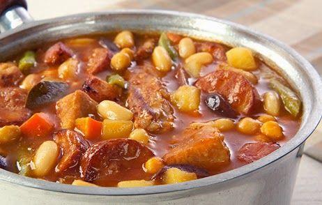Puchero à Don Pepe - 1 k de grão de bico - 1 ½ k de batatas - 2 cenouras - 1 nabo