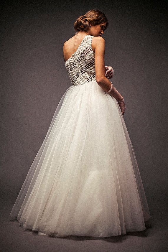 17 best ideas about fluffy wedding dress on pinterest for Fluffy skirt under wedding dress