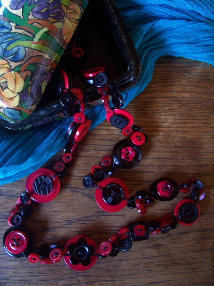 Red and Black Button Necklace by Bubbles Buttons #button #necklace
