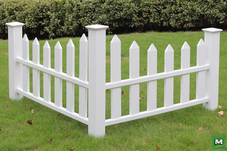 This Corner Picket Fence Will Never Go Out Of Style This Durable Piece Evokes The Idyllic Charm Of A Whit Garden Hose Holder White Picket Fence Garden Fencing
