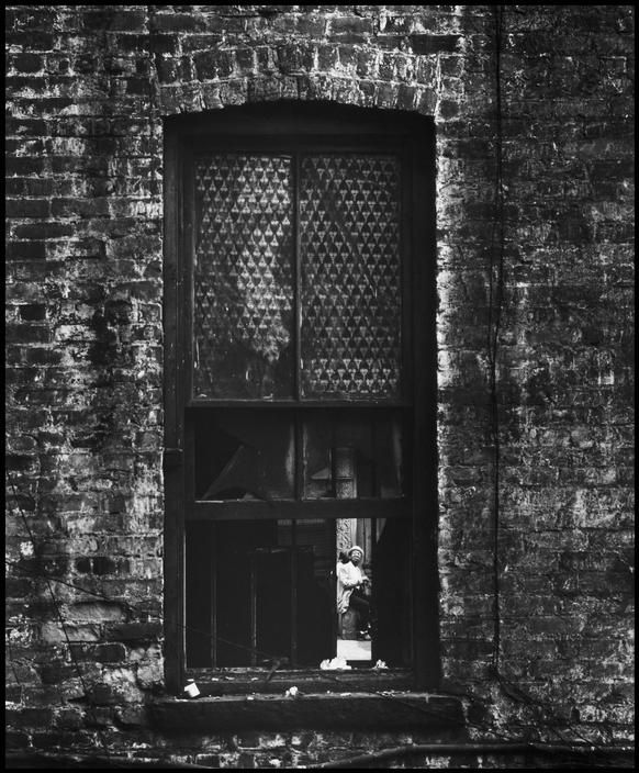 USA. New York City. 1966. East 100th Street. © Bruce Davidson/Magnum Photos
