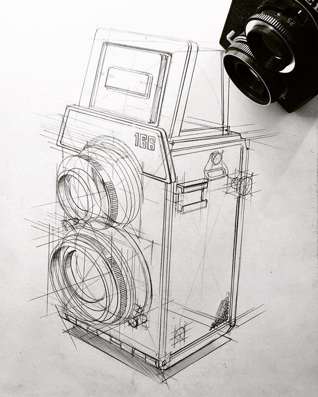 Found this antique camera while tidying up. Nice object to exercise concentric ellipses. #idsketching #sketch #sketching #industrialdesign #design #viscom #productdesign #illustration #drawing #sketchbook #idsketch