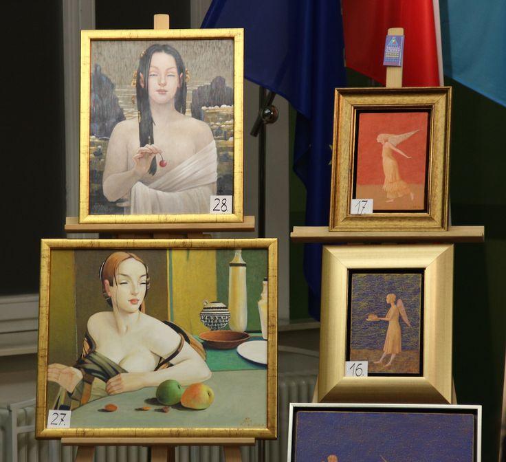Na aukcji-różne