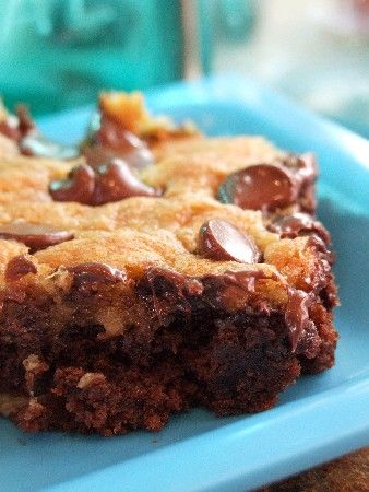 Chocolate Banana Bars. Perfect for adding to lunches because they freeze so well. Make a big batch and use throughout the month! #snack #bars