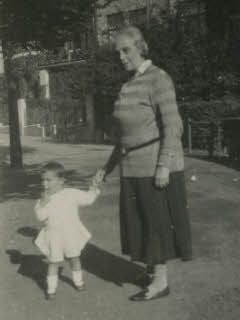 Margot Frank with her grandmother Alice Frank in 1927. Caption: 'Granny in Aachen 27 August'.