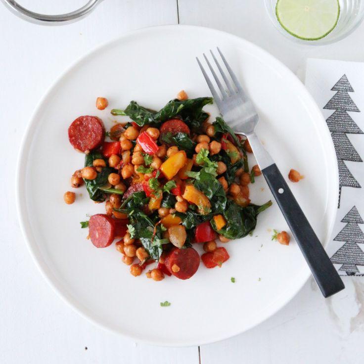 I dag kan jeg by på en kjapp, smakfull og sunn «alt-i-en-gryte» hvor paprika får spille hovedrollen. Den inneholder rød og gul paprika, spicy chorizo som er krydret med paprika, og røkt…