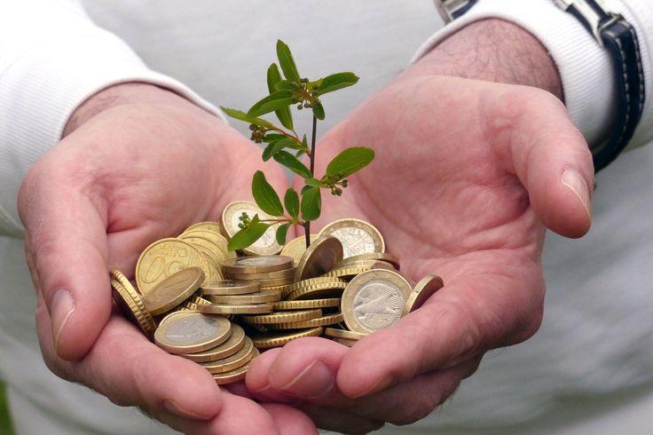 """http://stellencompass.de/mit-gutem-gewissen-nachhaltig-geld-anlegen-geht-das/ Mit gutem Gewissen nachhaltig Geld anlegen - geht das? - Investitionen in erneuerbare Energien machen eine solche Geldanlage möglich  gd.dhd.mhNachhaltige Geldanlagen zeigen Wirkung: Schon heute kommt durchschnittlich 33 Prozent grüner Strom aus jeder Steckdose. Das ist zum großen Teil der Erfolg grüner Geldanlagen, die in Erneuerbare-Energien-Projekte investieren.  """"Grüne"""" Investments liegen"""