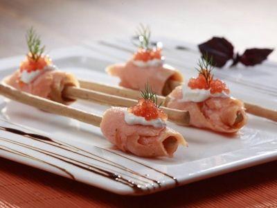 Grissiniye Sarılı Somon Füme, Yaban Turbu Kremi ve Somon Havyarı Tarifi - Balık Tarifleri | Harikalar Mutfağı