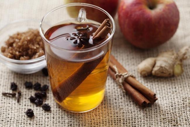 Epletoddy - er du glad i eple og ingefær, er denne varme drikken noe for deg.