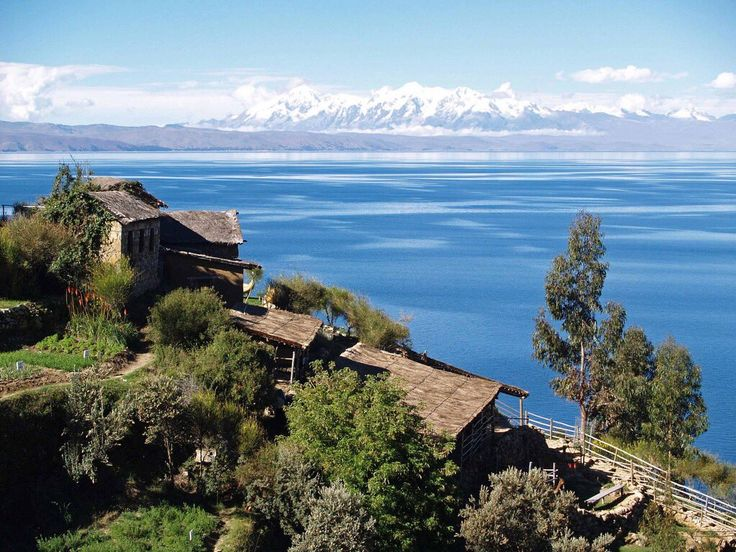 Λίμνη Τιτικάκα, Περού. Στο βάθος οι Άνδεις!!!