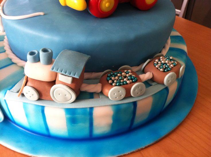Torta Battesimo #cake #battesimo #torta #cakedesign #chiryscakes #christening #azzurro #baby #babyshower #blue #trenino #bambino