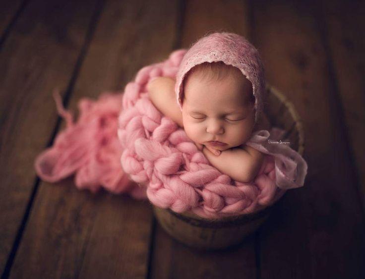 #photoprops #handmade #handcraft #newbornphotpgraphy #newborn #photography #newbornphotoprop #newbornphotoprops #newbornprops #etsyshop #etsy #propshop #prop #woolanddreams #wool #mik #rts #woolblanket #Blankets #blanket #handspun #pink #bonnet #feltedbonnet #vintage #lace