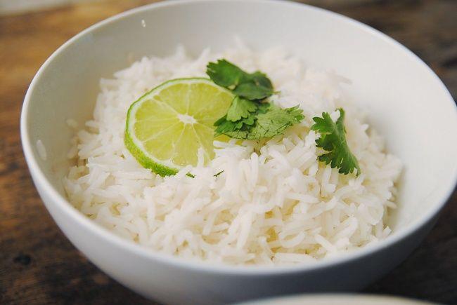 Вкусный рис, отваренный на зеленом чае