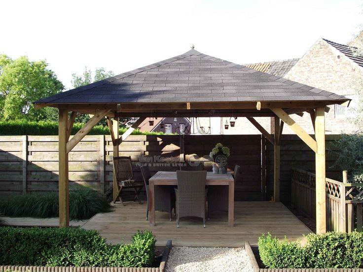 Vierkant prieel met robuust dak en een mooie afdekkap met bol. Geplaatst in het middelpunt van een schitterende tuin! #prieel Classico #overkapping #blokhutvillage