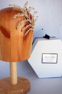 Adorno de pistilos blencos y dorados Luisa Gala