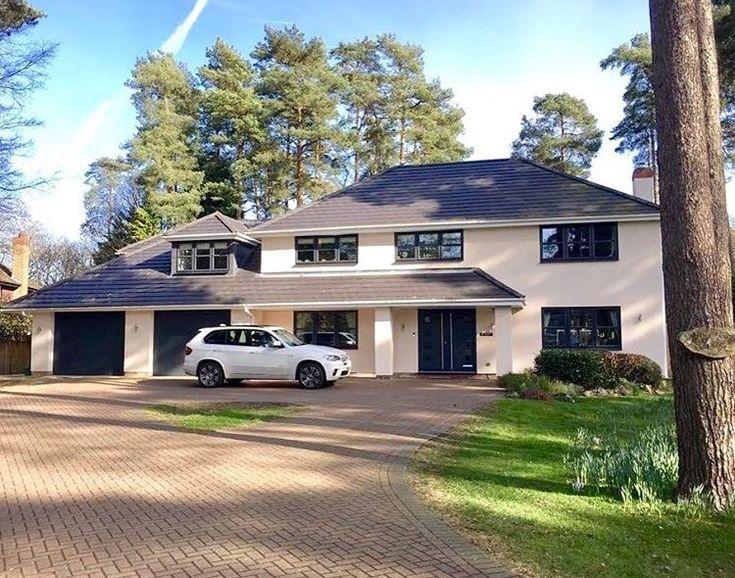A Stunning Property that Jewel Windows completed work at. #amazinghome #aluminiumwindows #aluminium #exterior #housedesign