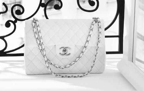 On my wishlist: Guilted Chanel bag with chain handle