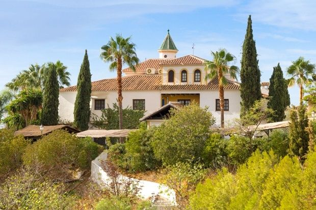 English Yoga studio with retreats in Spain, Goa,  Umbria (good website, good prices, the right style)
