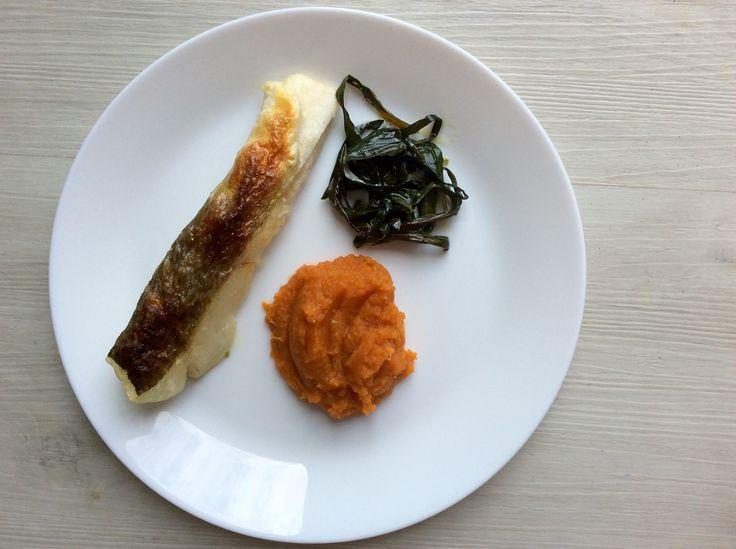 Pečená treska a jarní cibulky na olivovém oleji, mrkvové pyré