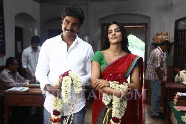 Siva Karthikeyan and Priya Anand in Ethir Neechal Movie