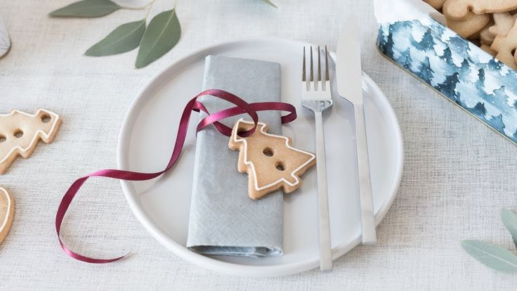 DIY : Creative table setting from Christmas cookies. Decorate the Christmas table with adorable christmas biscuits