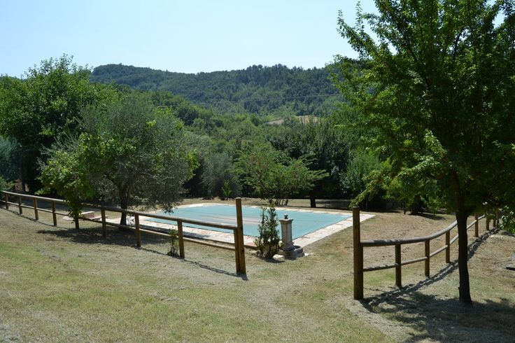 Questa è solo la piscina di Villa Barone a #Pergola nelle #Marche #Italy. In esclusiva una magnifica #villa #casolare di mq 190 con più di 4000 mq di parco.  The pleasure of living here  #restaurata #zona #collinare  Rif.316 Trattativa riservata 3381252118