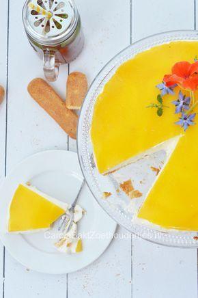 Yoghurttaart met perzik en lange vingers. Heerlijke als taart of dessert.   Yogurt cake with peach and lady fingers. Delicious as a cake or dessert.