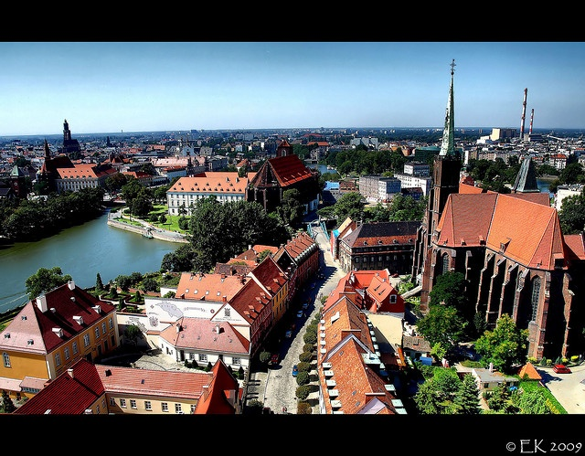 Centrum Wrocławia widziane z wież Ostrowa Tumskiego.