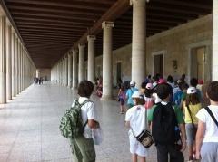"""Δ τάξη – Στην Αρχαία Αγορά  15/05/2012 — sofilab     Με την εκπαιδευτική εκδρομή στην Αρχαία Αγορά ολοκληρώσαμε τον κύκλο των επισκέψεων που αφορούσαν στη φετινή μας ιστορία.  Η λέξη """"αγορά"""" είναι από τις πιο σημαντικές λέξεις της Ελληνικής σε διαχρονικό επίπεδο. Είναι παράγωγο του ρήματος αγείρω, """"συναθροίζω, συγκεντρώνω"""", επομένως σημαίνει τον τόπο της συνάντησης, συνάθροισης του λαού.  Διαβάστε τη συνέχεια…"""