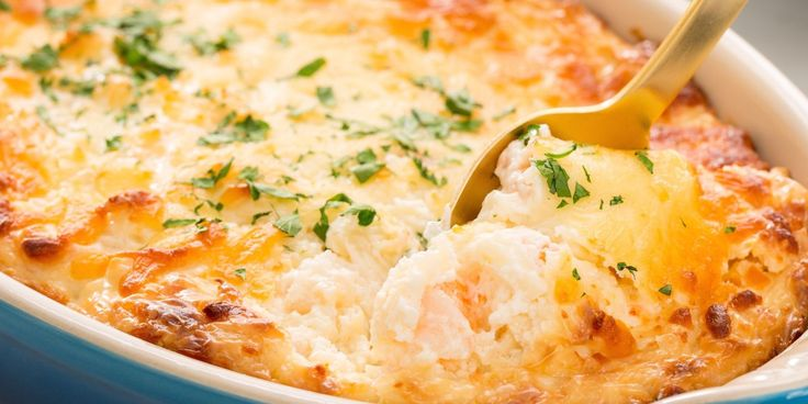 This Shrimp Scampi Dip recipe incorporates all of the #tasty classic pasta flavors with even more cheese.