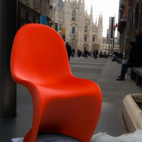 This Panton chair is virtual, it's not really there. You can put them anywhere thanks to Sayduck's free app. #PantonEverywhere