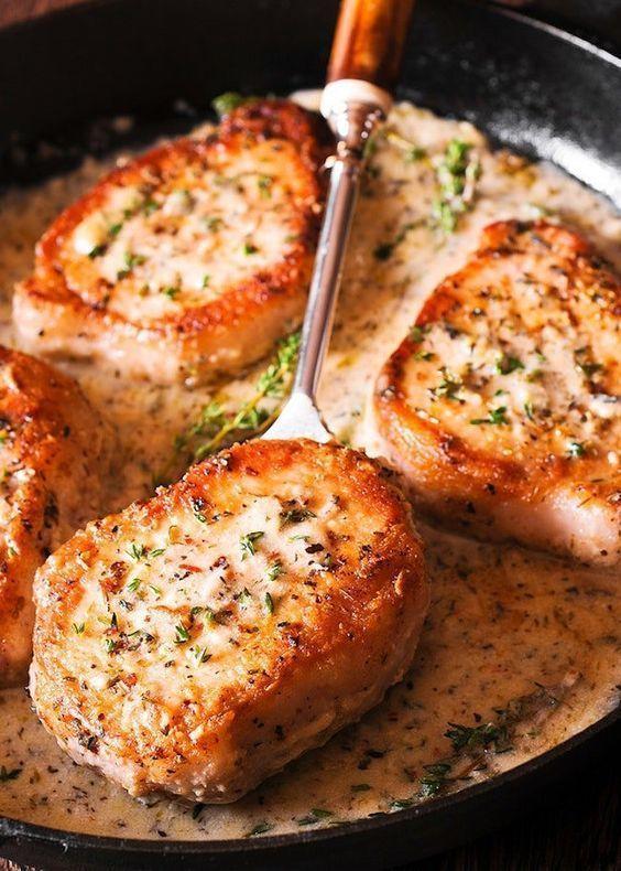 Machen Sie diese Schweinekoteletts in cremiger Knoblauchsauce zum Abendessen  #a…