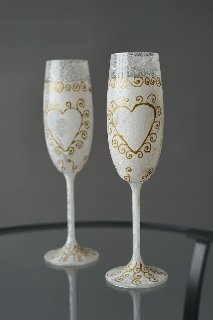 Set of Two Snowy Wedding Glasses Precisely Hand-decorated, Wedding Toasting Glasses - Wedding Decoration - Handmade Wedding Favor