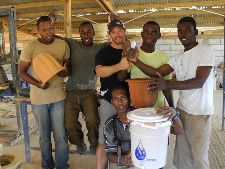 «Wine to Water»: Ένα ποτήρι κρασί για καθαρό νερό…  Με μότο τους «οι μπάρμαν μπορούμε να αλλάξουμε τον κόσμο και θα το αποδείξουμε - Bartenders can change the world, and we are about to prove it-», μπάρμαν από όλο τον κόσμο έχουν καταφέρει να μετατρέψουν τη δουλειά τους σε λειτούργημα...