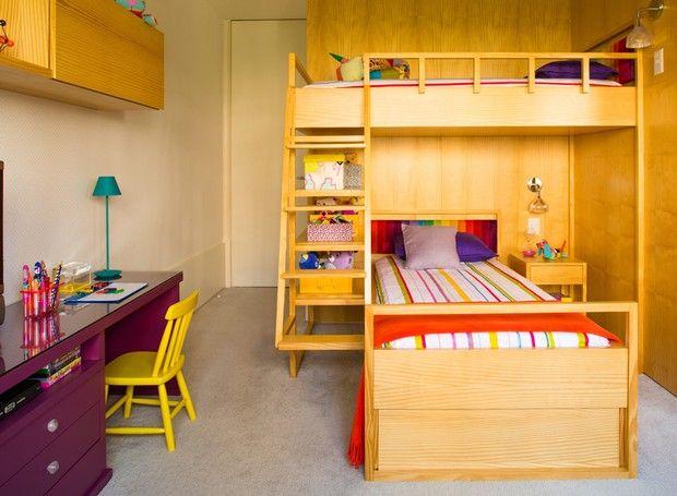 O arquiteto Diego Revollo foi chamado para unir o espaço de dormir e brincar de…
