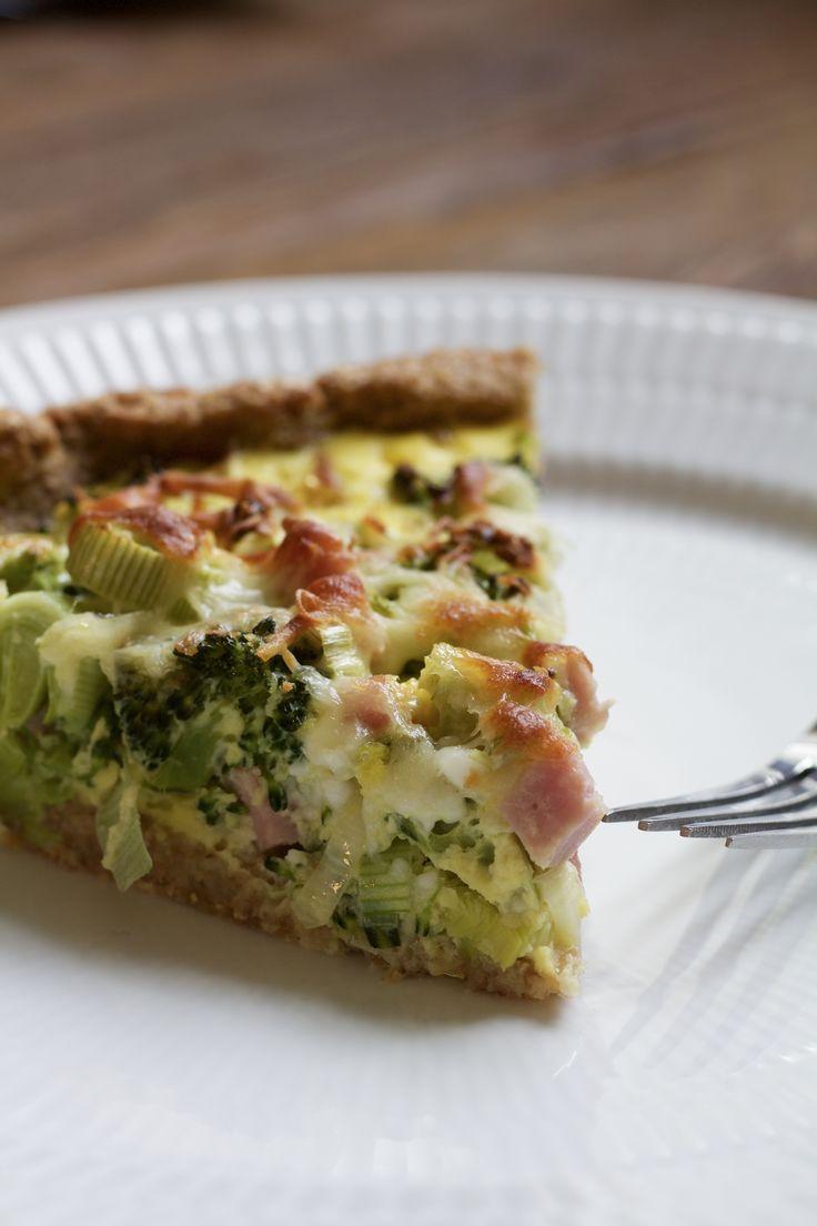 Skinketærte med broccoli og fuldkorn - Frøken Madglad. Tærte er altid en vinder, og virkelig lækkert. Herhjemme får jeg altid lyst til tærte i foråret. :)