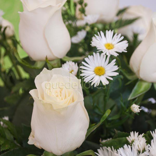 Rosas blancas y aster qdf rosasblancas - Significado rosas blancas ...