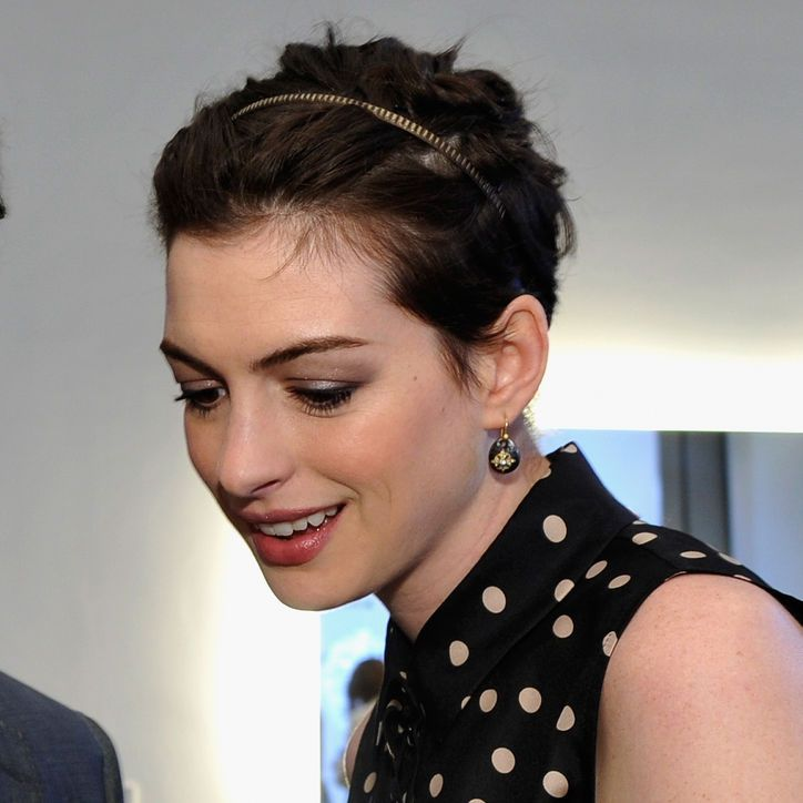 Anne Hathaway Found Another Creative Way To Wear A