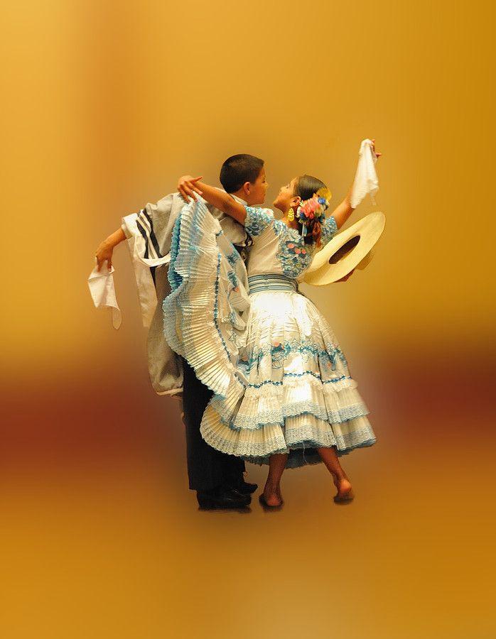PAREJA DE BAILARINES by Antonio Merino García on 500px. Peru Marinera Tanzpaar jung.