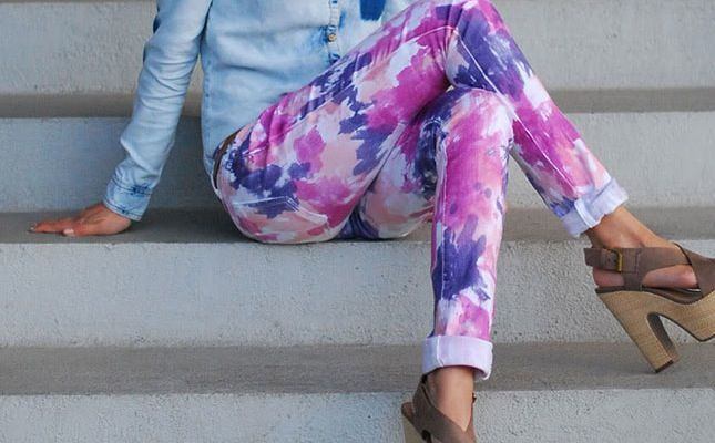 These Homemade Tie-Dye Jeans Cost Next to Nothing to Make #diy #denim trendhunter.com