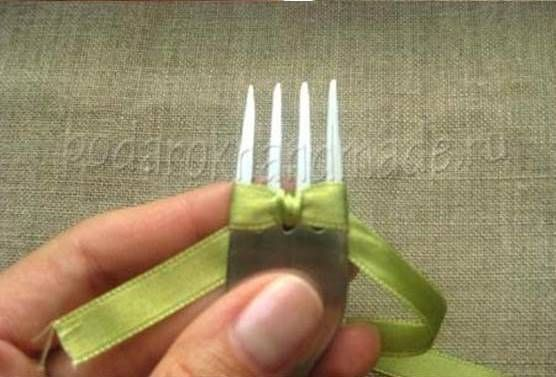 Creative Ideas - DIY Satin Ribbon Bow with a Fork 6