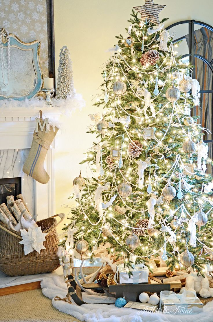 TIDBITS&TWINE French Vintage Christmas Tree with Pearl Garland 2015 How to layer your tree.