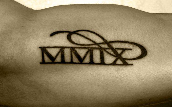 Tatuaggi con Numeri Romani: significato ed immagini - PassioneTattoo