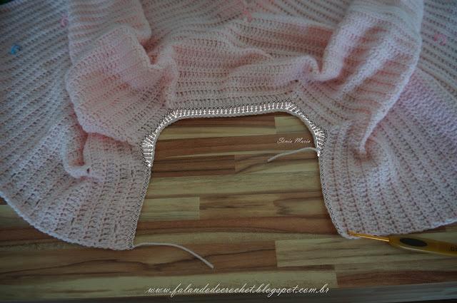 Veja como arredondar o decote quadrado da pala da manga raglan http://falandodecrochet.blogspot.com.br/2012/08/como-arredondar-decotes-quadrados-de.html