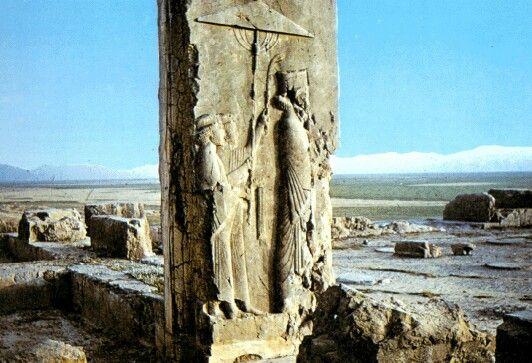 Dario acompanhado de dois de seus intendentes, Arte iraniana, Persépolis.
