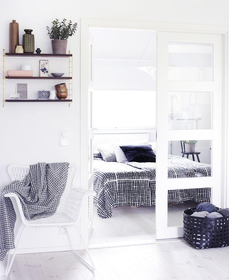 Witte HÖGSTEN tuinstoel, BJÖRNLOKA RUTA dekbedovertrek. Deze pin repinnen wij om jullie te inspireren! #IKEArepint